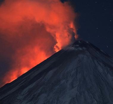 October 11 , 2016. EN.  Etna , Nevado Del Ruiz , Klyuchevskoy , Villarica .