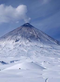 April 26 , 2018. EN.  Klyuchevskoy , Cerro Machin , Kirishimayama , Popocatepetl , Nevados de Chillan .