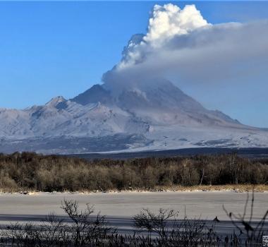 02 Janvier 2019. FR. Colombie : Nevado del Ruiz , Russie / Kamchatka : Sheveluch , France : La Réunion : Piton de la Fournaise , Indonésie : Anak Krakatau , Guatemala : Santiaguito .