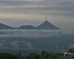 October 23 , 2018. EN.  Costa Rica : Arenal , Peru : Sabancaya , La Réunion : Piton de la Fournaise , Alaska : Veniaminof , Philippines : Bulusan .