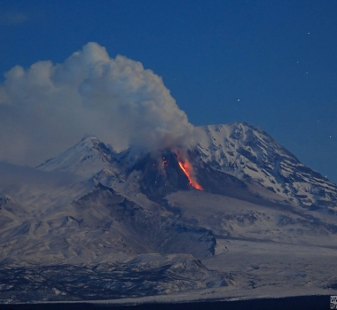 February 27 , 2019.  EN.  La Réunion : Piton de la Fournaise , Kamchatka : Sheveluch , Colombia : Chiles / Cerro Negro , New Zealand : White Island .