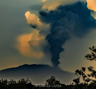 June 24, 2021. EN. Italy / Sicily : Etna , Chile : Nevados de Chillan , Saint Vincent : Soufrière Saint Vincent , Japan : Suwanosejima , Guatemala : Fuego .