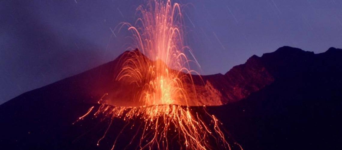 December 14 ,  2017. EN . Agung , Cleveland , Aira ( Sakurajima) , Nevado Del Huila , Santiaguito .