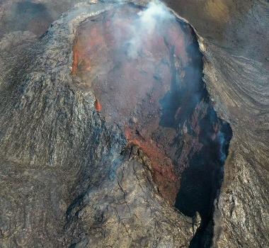July 04 , 2021. EN. Philippines : Taal , Iceland : Geldingadalur / Fagradalsfjall , Chile : Nevados de Chillan , Guatemala : Santiaguito .