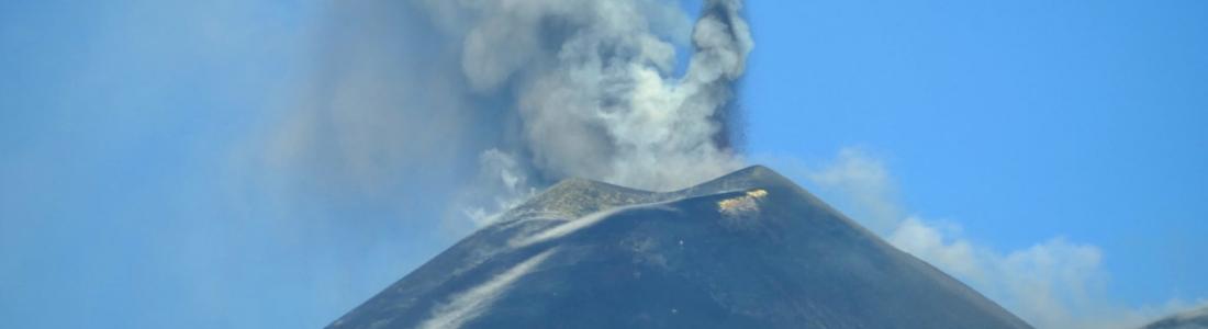 July 21, 2021. EN. Italy / Sicily : Etna , Italy : Stromboli , New Zealand : White Island , Chile : Nevados de Chillan , Saint Vincent : Soufrière Saint Vincent .