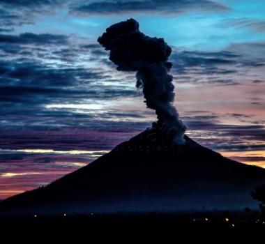 October 13 , 2017. EN. Sinabung , Agung , Sheveluch , Kilauea , Ambae