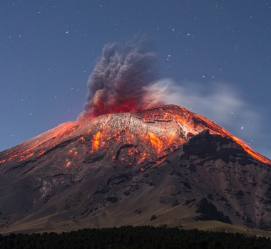 October 16 , 2017. EN.  Villarica , Fuego , Popocatepetl , Agung .