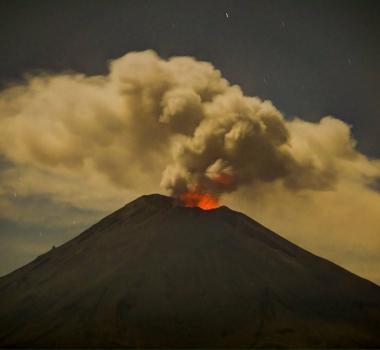 November 04 2017. EN. Fuego , Popocatepetl , Misti , Öræfajökull , Cleveland .