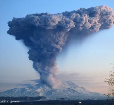 November 03 , 2019 . EN . Japan : Satsuma-Iojima , Kamchatka : Sheveluch , Ecuador : Reventador , Costa Rica : Turrialba / Poas / Rincon de la Vieja .