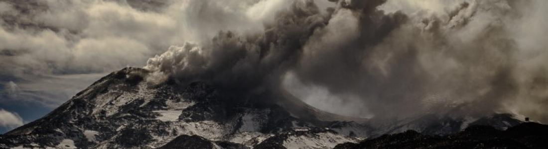 14 Septembre 218. FR . Iles Kouriles : Sarychev Peak , Japon : Ioto / Iwo-Jima , Chili : Nevados de Chillan , Italie / Sicile : Etna .