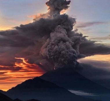 November 27 , 2017.  EN.  Agung , Fuego , Kanlaon , Popocatépetl .