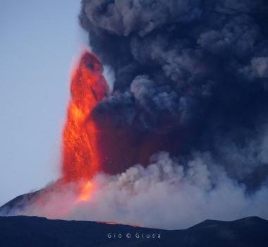 September 01, 2021. EN. Hawaii : Kilauea , Italy / Sicily : Etna , Italy : Stromboli , La Réunion : Piton de la Fournaise , Saint Vincent : Soufrière , Iceland : Geldingadalur / Fagradalsfjall .