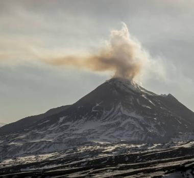 December 14, 2019. EN. Japan : Asosan , New Zealand : White Island , Alaska : Shishaldin , Indonesia : Merapi , Kamchatka : Bezymianny .