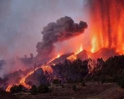 September 21, 2021. EN. Spain / La Palma : Cumbre Vieja , Peru : Sabancaya , Alaska : Semisopochnoi , Italy / Sicily : Etna , La Martinique : Mount Pelée .