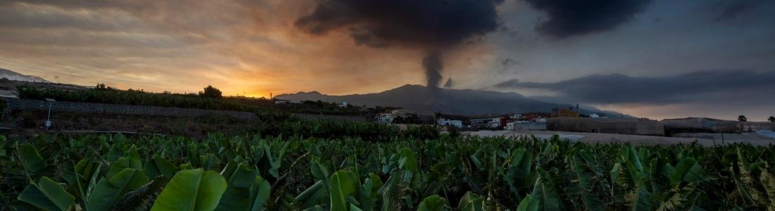 26 Septembre 2021. FR . Espagne / La Palma : Cumbre Vieja , Kamchatka : Karymsky , Philippines : Taal , Guatemala : Fuego , Indonésie : Ili Lewotolok .