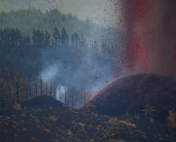 September 28, 2021. EN. Spain / La Palma : Cumbre Vieja , Peru : Sabancaya , Alaska : Pavlof , New Zealand : Ruapehu , Chile / Argentina : Nevados de Chillan .