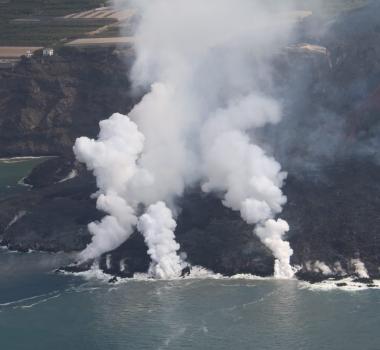 October 10, 2021. EN . Spain / La Palma : Cumbre Vieja , Hawaii : Kilauea , Ecuador : Reventador , Mexico : Popocatepetl , Italy : Vulcano .
