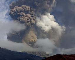 October 24, 2021. EN. Italy / Sicily : Etna, Spain / La Palma : Cumbre Vieja , Indonesia : Semeru , Chile : Nevados de Chillan , Ecuador : Reventador .