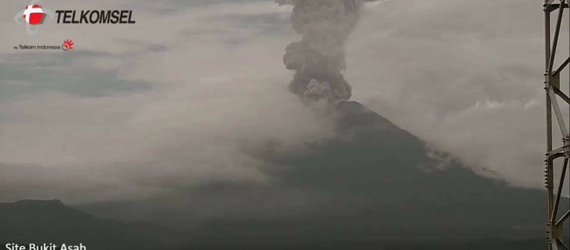 December 24 , 2017 . EN.  Agung , Karymsky , Cerro Machin , Sierra Negra ( Galapagos).