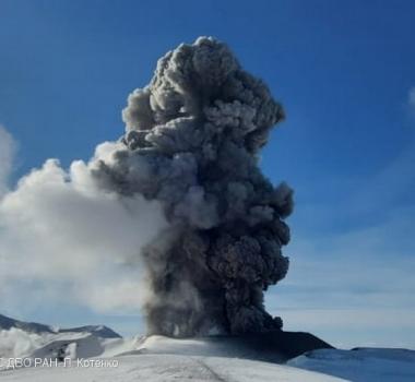 May 10, 2021. EN . Russia / Kurile Islands : Ebeko , La Réunion Island : Piton de la Fournaise , Indonesia : Sinabung , Ecuador : Reventador .