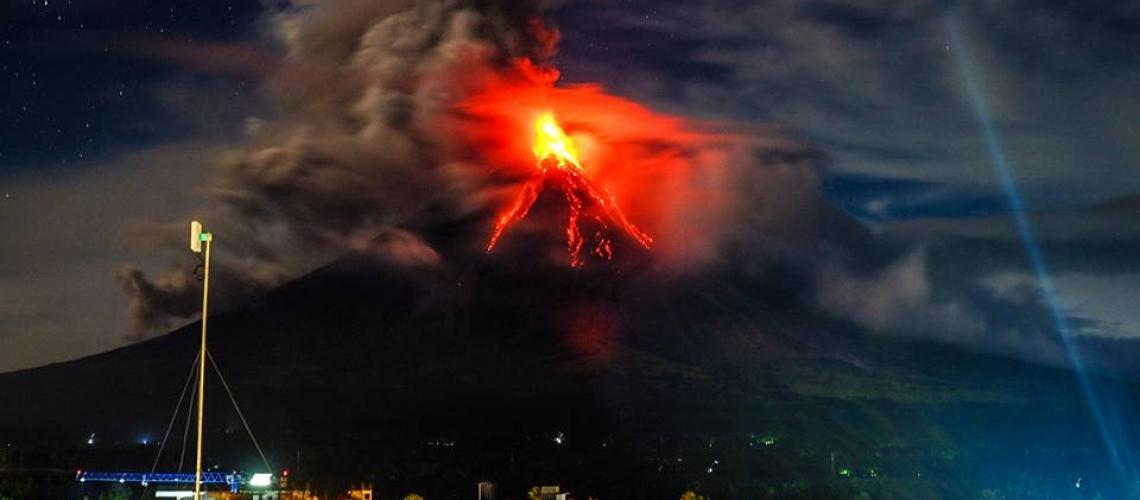 January 27 , 2018. EN.  Mayon , Kusatsu-Shiranesan , Mauna Loa , Kadovar , Karymsky .