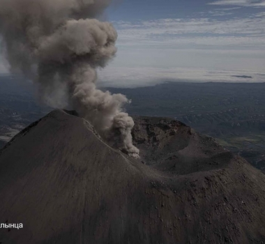 August 15, 2021. EN . Alaska : Pavlof , Kamchatka : Karymsky , Guatemala : Santiaguito , Mexico : Popocatepetl , Hawaii : Mauna Loa .