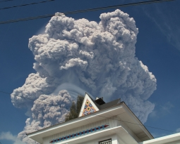 February 19 , 2018 . EN.  Sinabung , Mayon , Cerro Machin , Sabancaya .