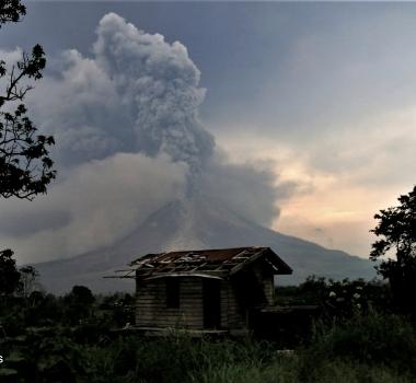 April 12 ,  2018. EN.  Cumbal , Ambae , Shinmoedake , Piton de la Fournaise , Sinabung .