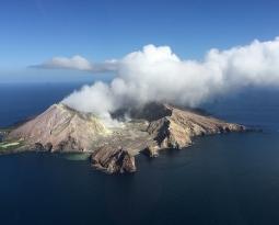 December 12, 2019. EN. New Zealand : White Island , Ecuador : Sangay , Colombia : Cumbal , Italy : Stromboli .