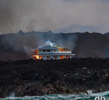 July 04 , 2018.EN.  Hawai : Kilauea , Peru : Sabancaya , Indonesia : Anak Krakatau , Indonesia : Agung , Colombia : Cumbal , Guatemala : Fuego .