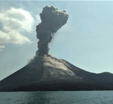 July 08 , 2018. EN.  Colombia : Nevado Del Huila , Ecuador / Galapagos : Sierra Negra , Hawai : Kilauea , Indonesia : Anak Krakatau , Indonesia : Agung .