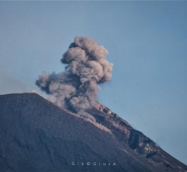 August 09 ,  2018.  EN . Hawaï : Kilauea , Italy / Sicily : Etna , Indonesia : Anak Krakatau , Ecuador / Galapagos : Sierra Negra .