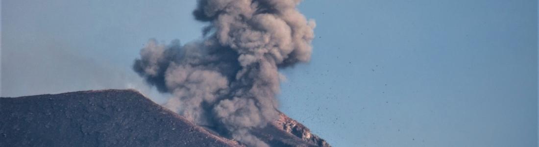 09 Aout 2018. FR. Hawai : Kilauea , Italie / Sicile : Etna , Indonésie : Anak Krakatau , Equateur / Galapagos : Sierra Negra .