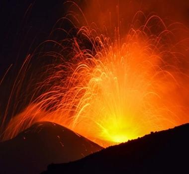 August 24 , 2018. EN.  Italy / Sicily : Etna , Colombia : Nevado Del Ruiz , Guatemala : Fuego , Indonesia : Anak Krakatau .