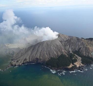 June 11, 2021. EN. Italy : Stromboli , New Zealand : White Island , Italy / Sicily : Etna , Indonesia : Ili Lewotolok , Iceland : Geldingadalur / Fagradalsfjall .