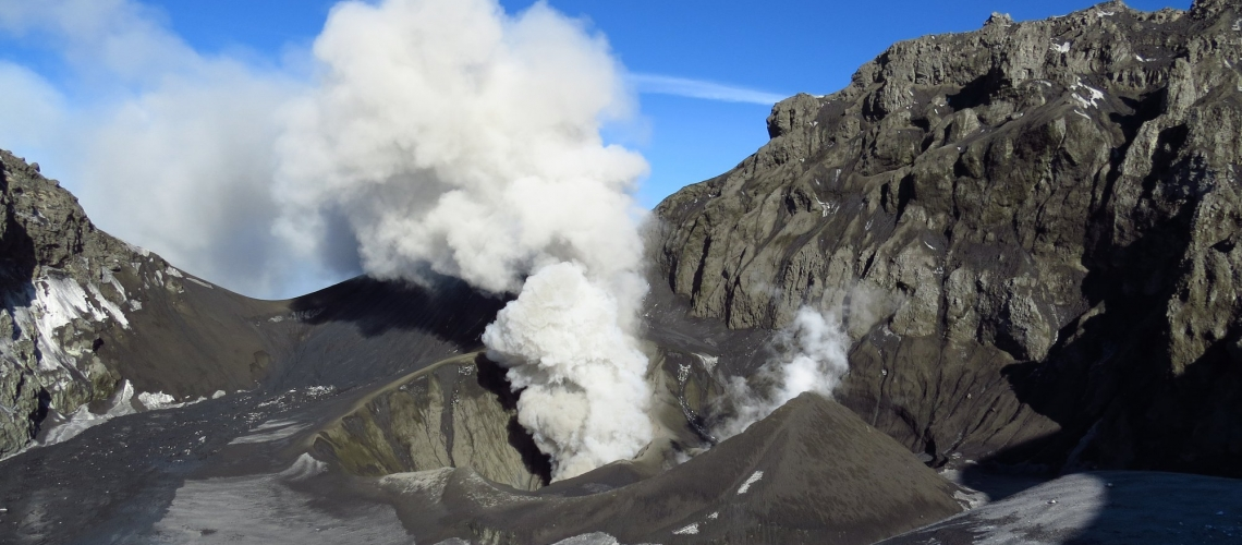Octobre 08 , 2018.  EN.  Chile : Copahue , Chile : Nevados de Chillan , La Réunion : Piton de la Fournaise , Hawai : Mauna Loa , Indonesia : Dukono .