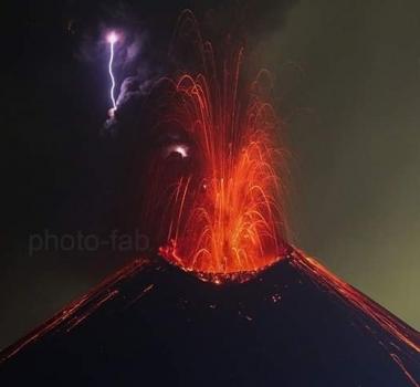 Novembre 15 , 2018.  EN. Colombia : Nevado del Ruiz , Japan / Kyushu Island : Sakurajima , Indonesia : Anak Krakatau , Alaska : Veniaminof .