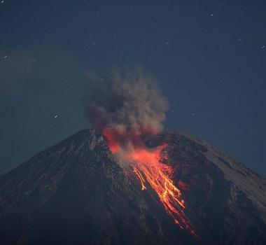 September 08, 2020. EN . Peru : Sabancaya , Peru : Ubinas , Guatemala : Fuego , Indonesia : Semeru , Philippines : Mayon .