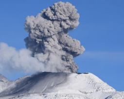 February 25, 2020. EN. Peru : Sabancaya , Peru : Ubinas , El Salvador : San Miguel (Chaparrastique) , Guatemala : Fuego .