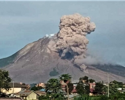 November 30, 2020. EN. Indonesia : Sinabung , Indonesia : Ili Lewotolok , Russia / Kurile Islands : Ebeko , Guatemala : Santiaguito .