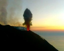 September 16, 2019. EN. Italy / Sicily : Etna , Chile : Nevados de Chillan , Italy : Stromboli , Guatemala : Pacaya .
