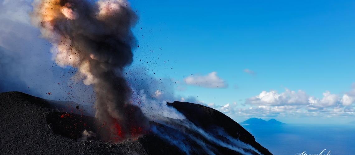 October 31, 2019 . EN . Italy : Stromboli , Chile : Nevados of Chillan , Mexico : Popocatepetl , Alaska : Semisopochnoi .