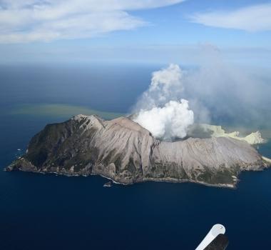 December 11, 2019. EN. New Zealand : White Island , Italy / Sicily : Etna , Colombia : Nevado del Ruiz , Guatemala : Santiaguito .
