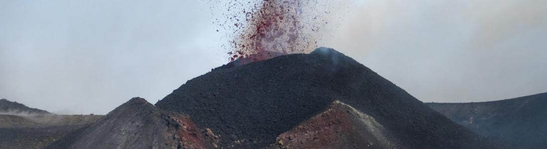 12 Février 2020 . FR . La Réunion : Piton de la Fournaise , Italie / Sicile : Etna , Colombie : Nevado del Ruiz , Pérou : Ubinas .