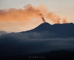 April 01, 2020. EN . Italy : Stromboli , Italy / Sicily : Etna , Colombia : Nevado del Ruiz , El Salvador : San Miguel (Chaparrastique) .