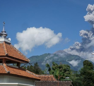 April 10, 2020. EN. Indonesia : Merapi , Hawaii : Mauna Loa , Colombia : Galeras , Guatemala : Fuego .