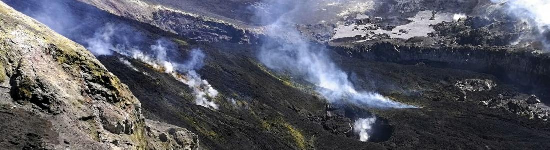 18 Avril 2020. FR. Italie / Sicile : Etna , Kamchatka : Karymsky , Indonésie : Anak Krakatau , Equateur : Sangay , Guatemala : Fuego .