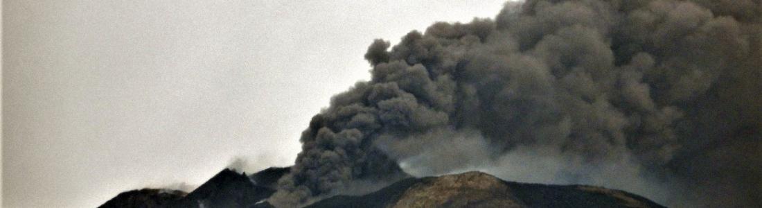 20 Mai 2020. FR. Italie / Sicile : Etna , Colombie : Chiles / Cerro Negro , Mexique : Popocatepetl , Islande : Peninsule de Reykjanes .