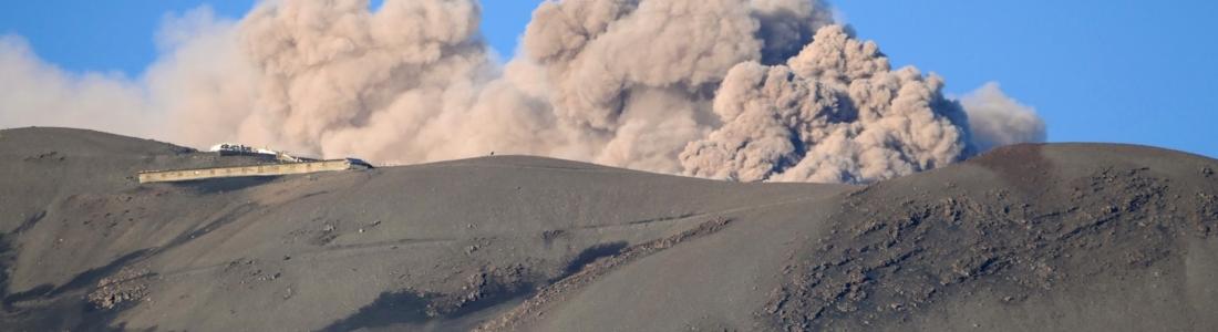 27 Mai 2020 . FR. Pérou : Ubinas , Italie / Sicile : Etna , Colombie : Chiles / Cerro Negro , Guatemala : Fuego .