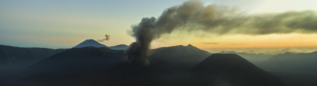 25 Juillet 2019. FR. Indonésie : Bromo , Alaska : Shishaldin , Italie : Stromboli , Pérou : Ubinas , Mexique : Popocatepetl .